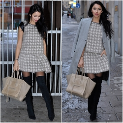 FATI Z - Max&Co. Houndstooth Combo, Maje Coat, Céline Luggage, Sergio Rossi Over The Knee - Houndstooth