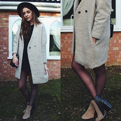 Layla Panam - River Island Camel Boots, Romwe Camel Coat, Chanel Boy, Boohoo Shift Dress, H&M Black Hat - CAMEL BOOTIES