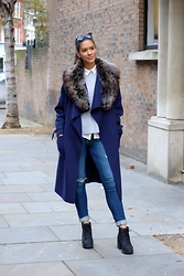 Elvira Vedelago - Zara Blanket Coat, Hollister Distressed Super Skinny Jeans, H&M Heeled Biker Boots, Accessories Room Snow Top Grey Fur Collar - She's Not Anyone