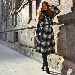 Lara Rose Roskam - Essentiel Tartan Coat, All Saints Zipper Boots, Christian Louboutin Clutch, Nikkie Plessen Belt - THE STATEMENT COAT