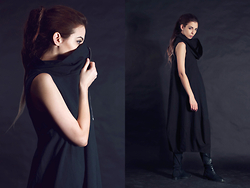 Gabriella Kovari - Lurdes Bergada Cotton Dress Black With Zipper, Stradivarius Over The Knee Boots - Otherside