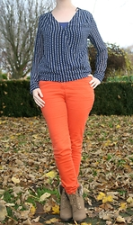 HMLovur - H&M Blouse With Stars, Hema Blue Basic Top, H&M Orange Pants, H&M Ankle Boots - Shining stars