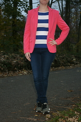 HMLovur - H&M Pink Blazer, H&M Striped Top, H&M Superstretch Jeans, Bershka Sneakers - It's so dark outside