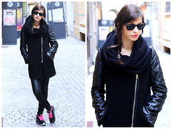 Klaudia - Nike Air Max, Zara Leather Pants, Ray Ban Sunnies, H&M Black Scarve -  p i t c h ... b l a c k