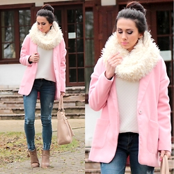 ANETTE ...ideaforfashion - Sheinside Jeans, Choies Coat - RIPPED BLUE JEANS