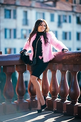 ManueLita - Oasap Faux Fur, Elisabetta Franchi Skirt, Jimmy Choo Shoes, Pinko Bag, Tanita Tarantino Necklace - Just Pink !!!