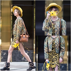 ALULU - Moschino, Ivykirzhner Shoes, 3.1philliplim Bag, Moschino Iphonecase - Moschino girl