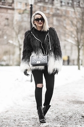 Sara Che - Alexander Wang Lys Booties, Gina Tricot Jeans, Chanel Boy Bag, Maison Scotch Faux Fur, Céline Havana Shades - Stockholm Fashion Week