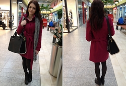 LOVERENCE Andrea Jelenská - F&F Coat, F&F Boots, H&M Bag, Avon Scarf - Black & Gold