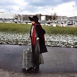 Elif Salihoğlu - H&M Shoes, Mango Oversizedcoat, H&M Hat - Hello Berlin
