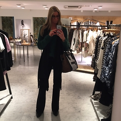 Christina Makholm - Céline Bag, Depeche Boots, Mih Jeans, By Malene Birger Knit, Balenciaga Ring - Style it