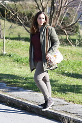 Angelica Giannini - Massimo Rebecchi Parka, Tezenis Pull, H&M Pants, Piero Guidi Borsa Tracolla, Guess? Sneakers - Military look