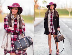 Maria Jesus Garnica - Armani Exchange Dress, Romwe Coat, Cuple Bag - Plaid dress + Fur Vest