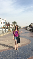 Amani Ghareeb - Chanel Sunglasses, Forever 21 Top, H&M Shorts, Bcbg Shoes, Ted Baker Bag - Summer in January