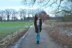 Carolin - H&M Blouse, Marco Polo Coat, Hollister Jeans, New Look Shoes - Running through the woods