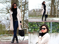 Finja Marie Holweg -  - Trenchcoat in the classy way