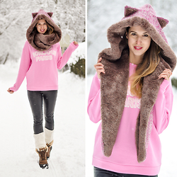 Wendy H G - Chouchou Couture Hollyhood Kitty, Hallhuber Leather Legging, Hallhuber Sweatshirt, Ugg Boot - Snow kitten