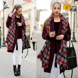 Markéta Bártová - Stradivarius White Skinny Jeans, Mango Burgundy Tartan Scarf, H&M Burgundy Oversized Coat From Secondhand, Lindex Black Shopper Bag - Thought I Knew