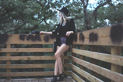 Ashleigh Anderson (Instagram@lunaxmarie) - Forever 21 Hat, Forever 21 Boho Shorts, Cut Out Boots - Tree House