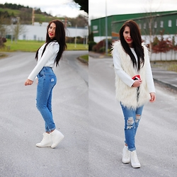 Klaudia Warasiecka -  - White fur and neopren