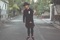 Argie Alcantara - H&M Wide Brimmed Hat, Admirable Co. Snap The World Crewneck, Royalty Clothing Co. Ronin Layered Shorts, Royalty Clothing Co. Ronin Lux Leggings, Nike Air Max Command - Noir