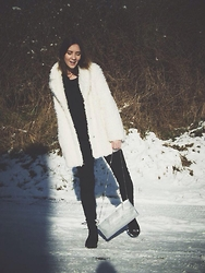 Camilla Juliett - Stradivarius Fur, Mohito Bag - Rainbow