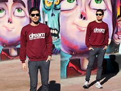 Fran Garde - Ray Ban Sunglasses, Dream But Do Not Sleep Sweatshirt, Pull & Bear Pants, New Balance Sneakers - Dream in burgundy