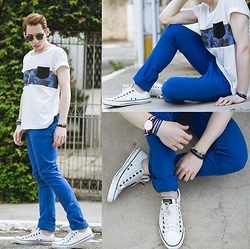 Douglas Brandão - Converse White Leather Sneakers, Blue Chinos, Addict T Shirt, Ui Gafas Sunglasses, Daniel Wellington Watch - White and Blue!