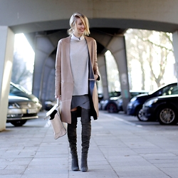 Leonie Hanne - Zara Leather Coat, Zara Turtleneck Knit, Hallhuber Wrapped Skirt, Zara Overknees, Zara Bag - Neutrals