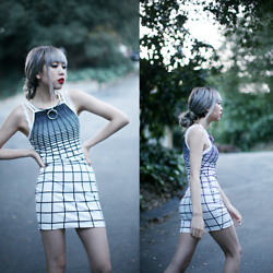Essy Noir - Missguided O Ring Necklace, Style Moi Grid Dress - Equilibrium