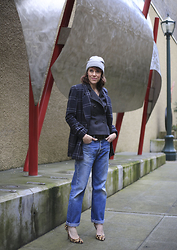 Anne Dofelmier - Levi's® Jeans, Joa Coat, Bcbg Pumps - RETURN OF THE LEVI'S 501 JEAN