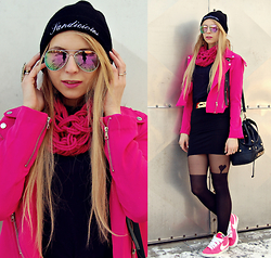 Sandra Kozłowska - Style Moi Hot Pink Jacket, Nike Shoes - Hot pink jacket