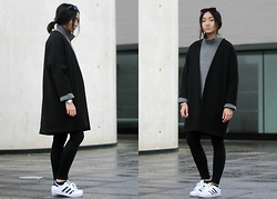 Konstanzia and Atusa Lechler - H&M Coat, Zara Sweater, Adidas Sneaker - Coziness with Charm