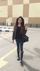 Amani Ghareeb - Zara Cardigan, H&M Sweater, American Eagle Outfitters Jeans, Hunter Boots, Valentino Scarf, Bag - Casualty