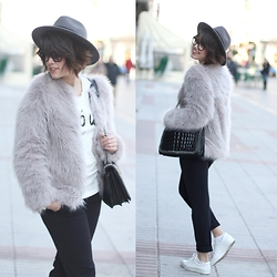 Iria Lata Rey - Oasap Fur Coat, Zara Bag - LOOK WITH GLASSES