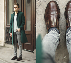 Daniil Shamatrin - Dartmouth One Board Coat L.E., Shoes -  Tom Odell – I Think It's Going To Rain Today
