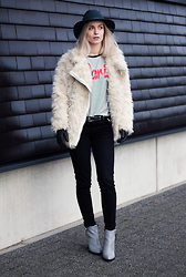 Anita VDH - H&M Faux Fur Coat, Zara Black Jeans, Invito Printed Grey Boots, River Island Hat - Paris