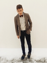 Alex Cohen - 21men Maroon Bowtie, 21men White And Blue Stripped Button Up, Heritage1981 Men's Brown Tweed Blazer, 21men Black Denim, Dr. Martens Lowtop Boots - Just call me The Doctor.
