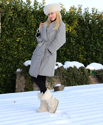 Paola Fratus - Moschino, Tecnica - In the snow