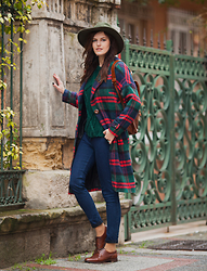 Viktoriya Sener - Catarzi Hat, Black Five Coat, Yargici Backpack, Zara Sweater, Pull & Bear Jeans, Massimo Dutti Brogues, Zaful Watches - EMERALD