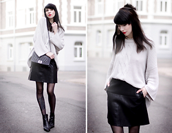 Ricarda Schernus - Zara Fake Leather Skirt, H&M Chunky Knit, Chanel Boy Bag, Zara Ankle Boots, Topshop Necklace - Minimalist