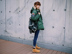 Una Yeung - Vivaladiva Super Warm Jacket, J.Sound Skinny Jeans, Vivaladiva Studded Backpack, Timberland Boots - SUPER COOL