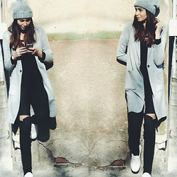 Roxana Ch - Stradivarius Coat, H&M Top, Stradivarius Jeans, Lorus Watch, Zara Sneakers - The gray coat