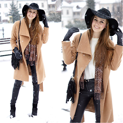 Natalia Przała - Sheinside Coat, H&M Hat - Snowy day