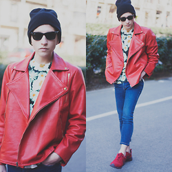 Jorge Barceló - Anel Yaos Biker Jacket, Prada T Shirt, Cheap Monday Jeans, Nike Sneakers, Ray Ban Sunglasses - RED BIKER @ www.juicyguile.com