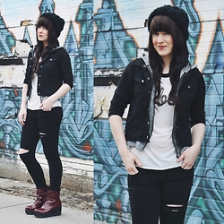 Jocelyn Jacobson - Shellys London Boots, Obey Baseball Tee - When I come around