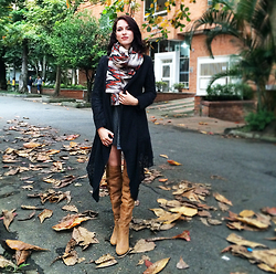 Diana Jaraba - Gef Scarf, Basement Sweater, Zara Oversized Shirt, Knee Boots - Fall colors