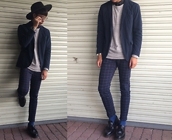 Anan Chien - Tastemaker 達新美 Hat, Uniqlo Blazer, Uniqlo Sweatershirt, Vintage Pants, Dr. Martens Loafer - Today lookbook
