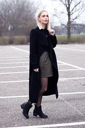 Anita VDH - Bibi Long Trench Coat, River Island Faux Leather Skirt - PARISIËNNË