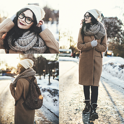 Helen Ivasiva - H&M Snood, Timberland Boots, Urban Outfitters Backpack, Forever 21 Coat, Stradivarius Hat, Bershka Jeans - Winter cozy look